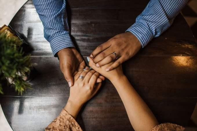 Hombre Aries y Mujer Cáncer: Compatibilidad en Amor, sexo y amistad