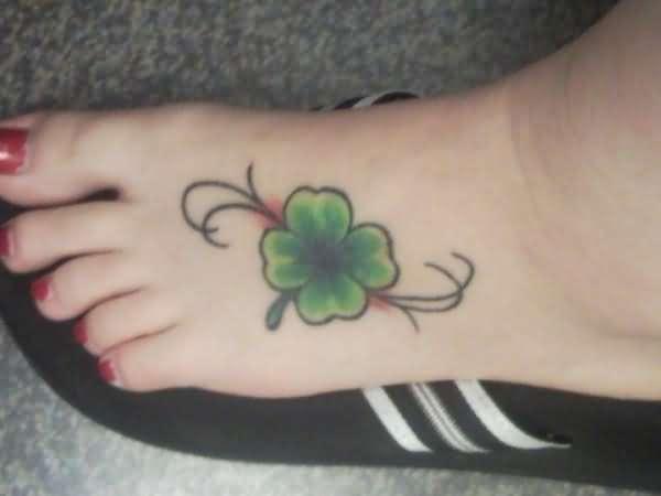 tatuaje trebol 47