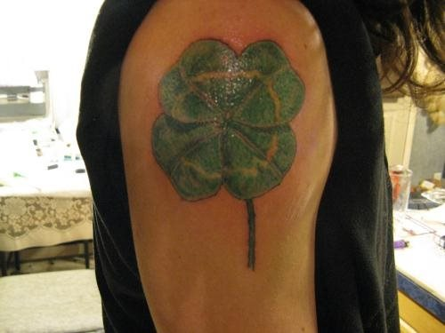 tatuaje trebol 56