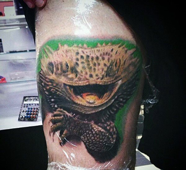 tatuaje lagarto para hombre 86