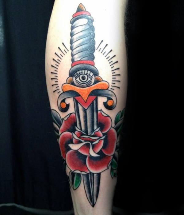 tatuaje clasico daga para hombre 01