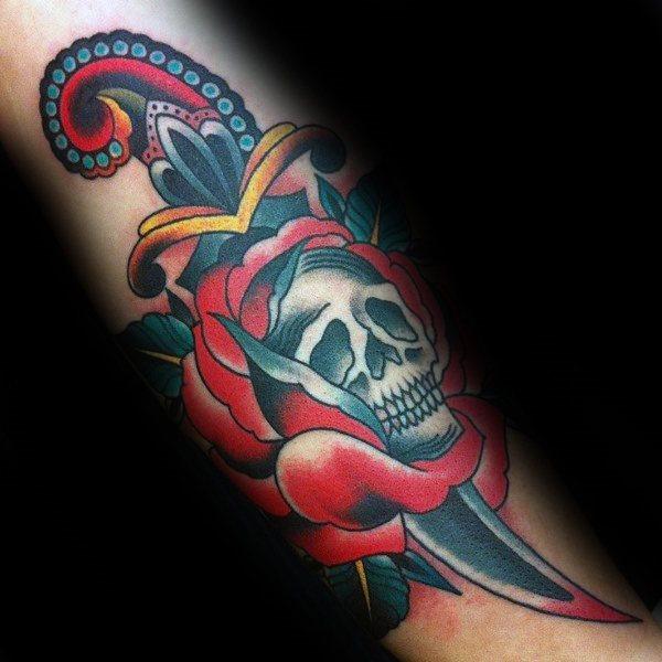 tatuaje clasico daga para hombre 40