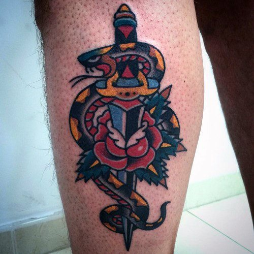 tatuaje clasico daga para hombre 44