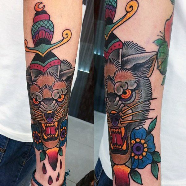 tatuaje clasico daga para hombre 58